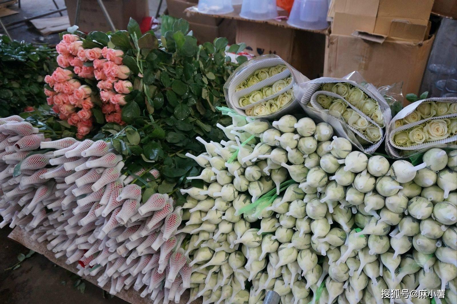 原创             云南有一国内最大花市,鲜花称斤卖白菜价,5块钱就能买许多花