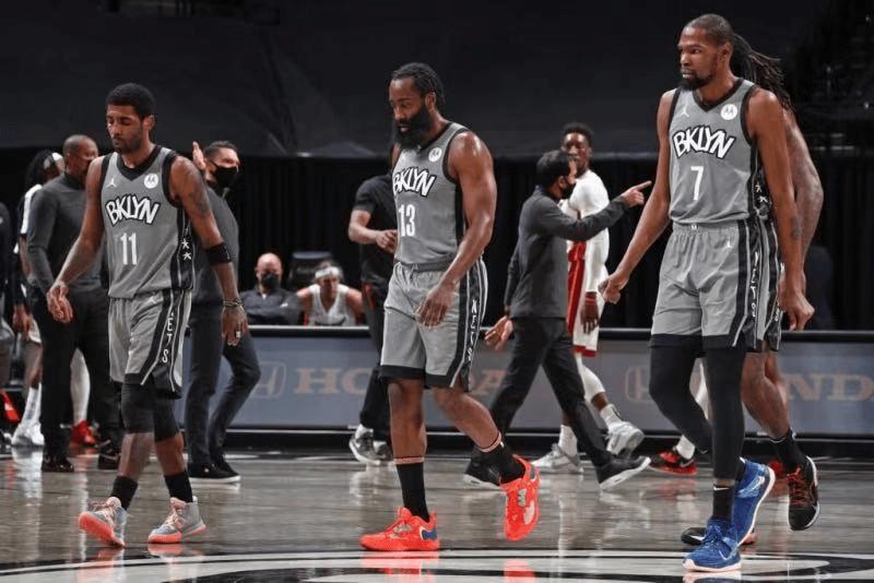 原创             NBA最新排名!篮网反超雄鹿,黑马跌到第12,湖人收渔翁之利