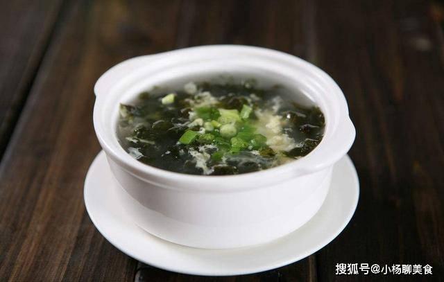 做紫菜鸡蛋汤时,不要直接加水做汤,记住两个窍门,鸡蛋汤更好喝