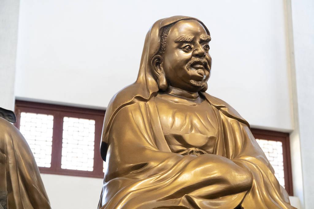 原创             杭州香火最旺的寺庙,拥有500尊罗汉,全国各地的游客都赶来