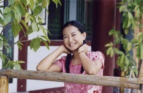 《你好,李焕英》主演童年照:贾玲气质温婉,张小斐认不出  第3张
