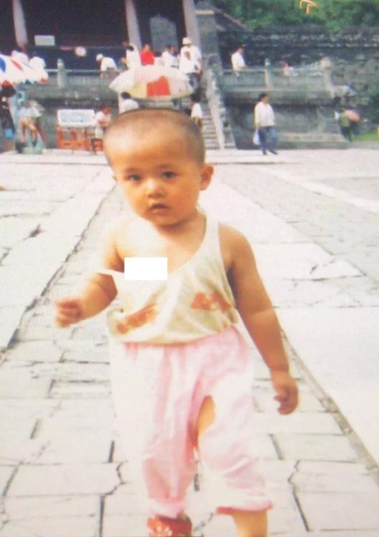 《你好,李焕英》主演童年照:贾玲气质温婉,张小斐认不出  第17张