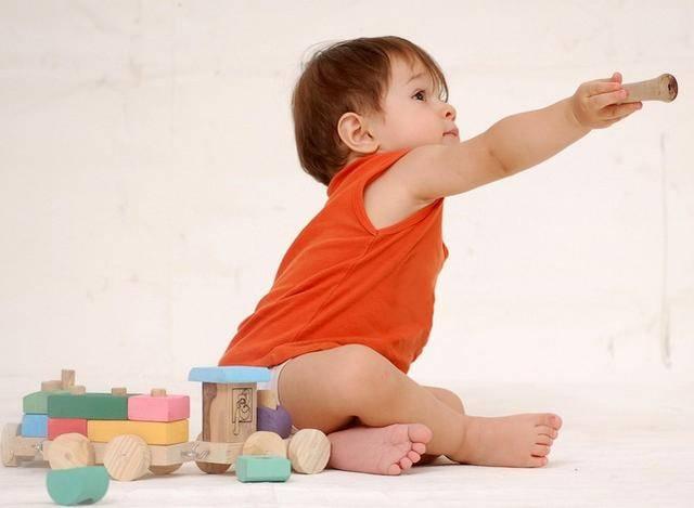 2岁宝宝常常咧嘴笑,宝妈看的直开心,医生一看却说大事不好