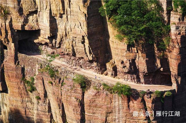 河南太行山有个神奇古村落,13名村民,在悬崖峭壁开凿出大奇迹