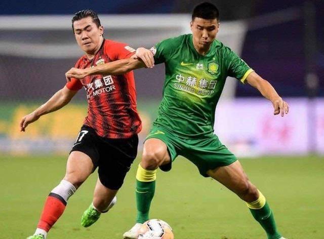 京媒怒斥马宁偏袒上港:足球规则2个版本?同样动作只向国安出牌