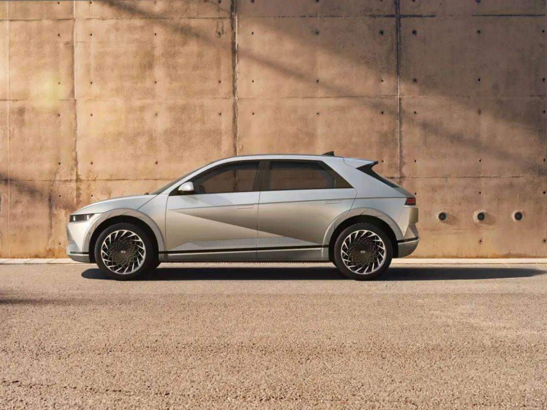 新车|现代纯电动跨界SUV发布小车身大轴距的爱奥尼亚Q5!