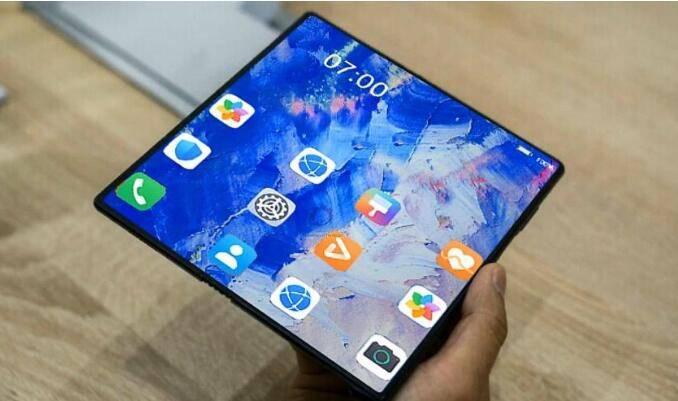 原创             折叠屏手机定价近2万元,华为Ma