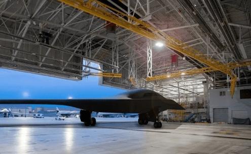 诺格公司正在制造两架B-21轰炸机