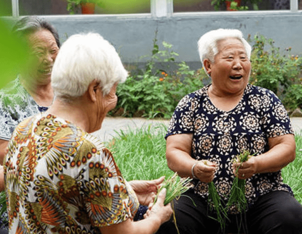 """""""我手里有钱养老,但还是不幸福"""",70岁老人心酸讲述,令人感慨"""
