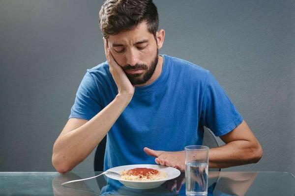 没食欲、体重降,难道是癌变的前奏?若伴随3种现象,及时检查