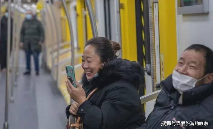天辰平台登录入口一条地铁串联无数美景!不出山东看遍欧美风情,地铁1号线来了