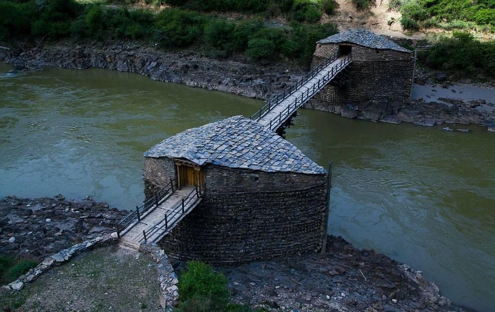 原创             甘孜有座木石桥,没用一钉一铁屹立600年,堪称奇迹