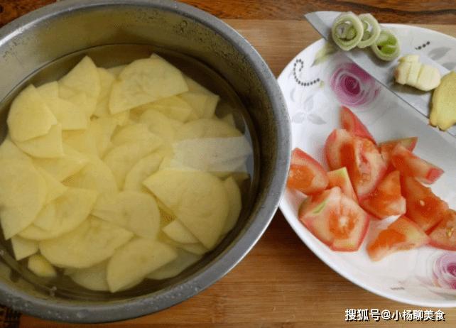 西红柿加它一起炒,比吃肉还香,排出毒素,抚平大肚腩,越吃越瘦