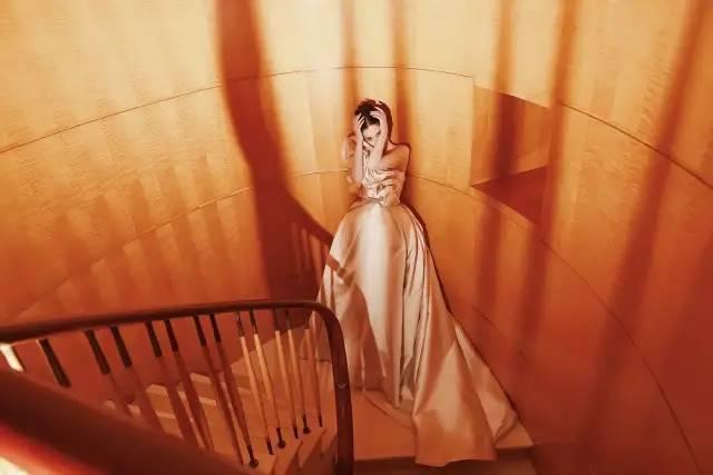 电视剧盛典军服秀:baby倪妮暗争高定王,杨紫偏心婚纱款被嘲