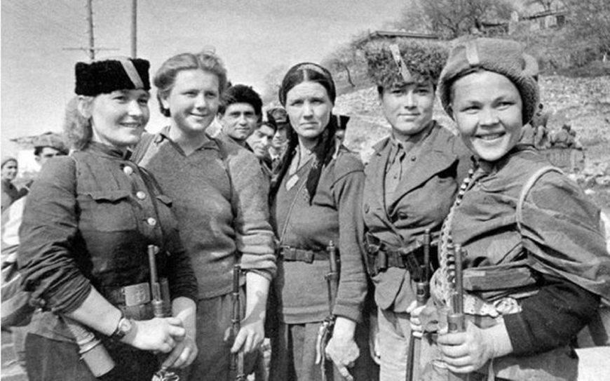 二战各国人口_日本人口在二战后巨减,日本用卑劣手段增加人口,践踏女性人权