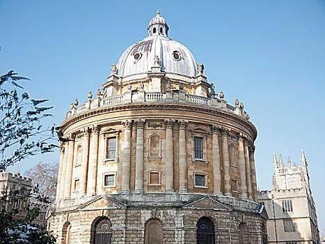 英国留学管理学硕士该如何择校?这4所英国大学年薪45万起!