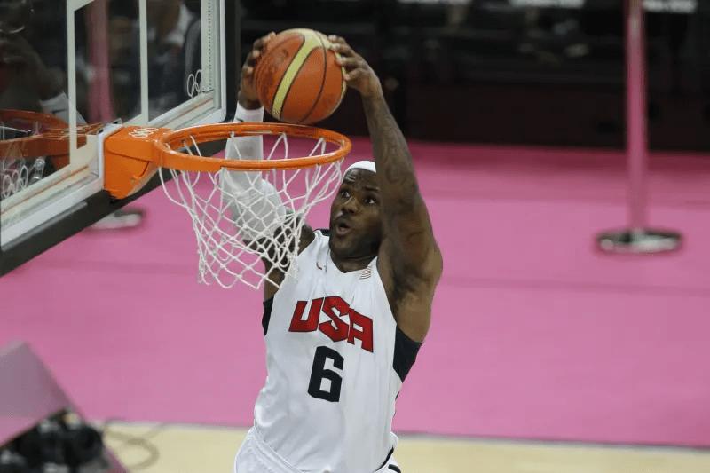 恐怖!美国男篮新增15人,詹姆斯库里杜兰特戴维斯首次入选