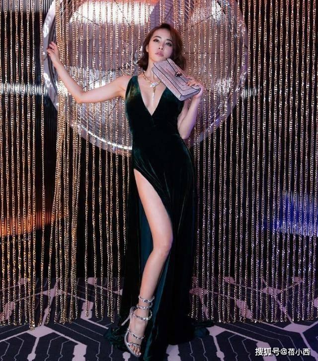 原创             蔡依林才是真正的小个子超模,156也敢穿丝绒长裙,气质很高级