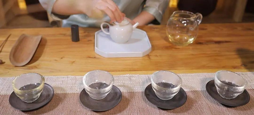 舌底鸣泉?茶水分离?25个品茶术语到位!