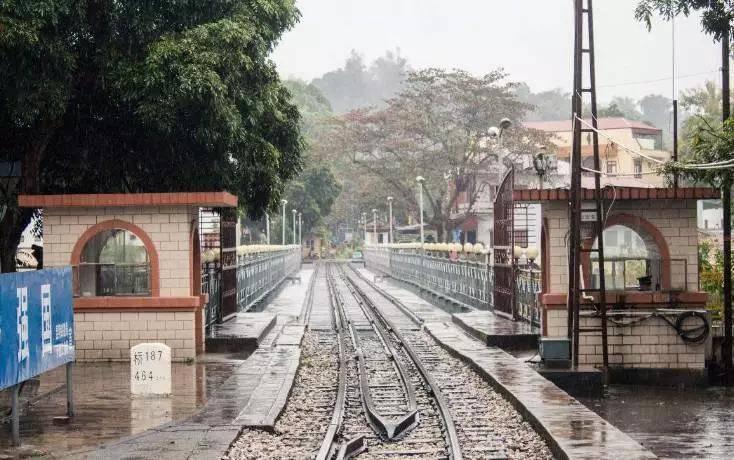 """云南公认""""最好吃路线"""",昆明出发坐着火车就能一路打卡!"""