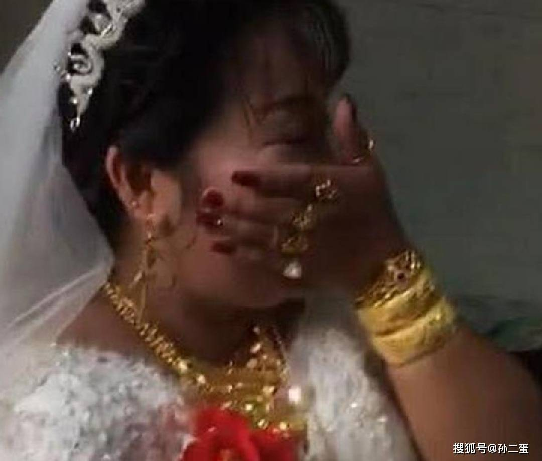 """""""最多金新娘""""走红,看到新郎的时候,网友:可以少奋斗20年!  第2张"""