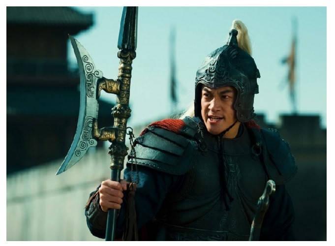 陈宫劝吕布出城抗敌自己留下守城有何目的
