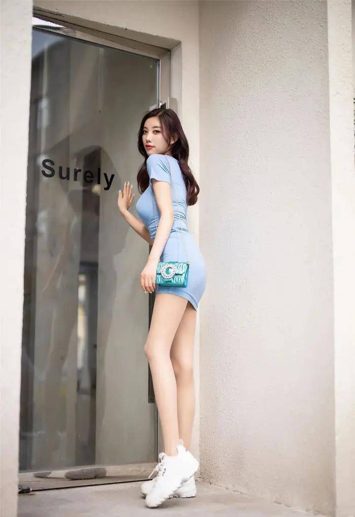 原创小姐姐同时展现优雅身材和气质!当然少不了包臀裙来帮忙
