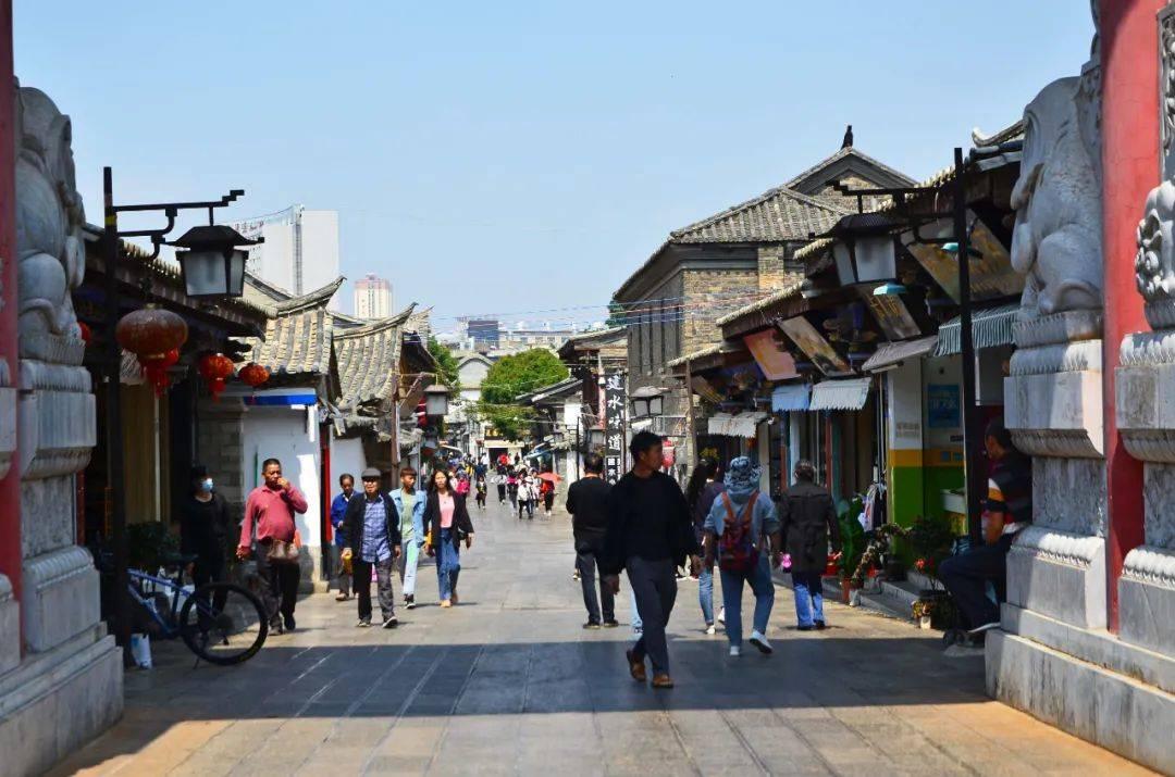 云南被低估的养老小城,物价低环境好美食多节奏慢,距离昆明很近