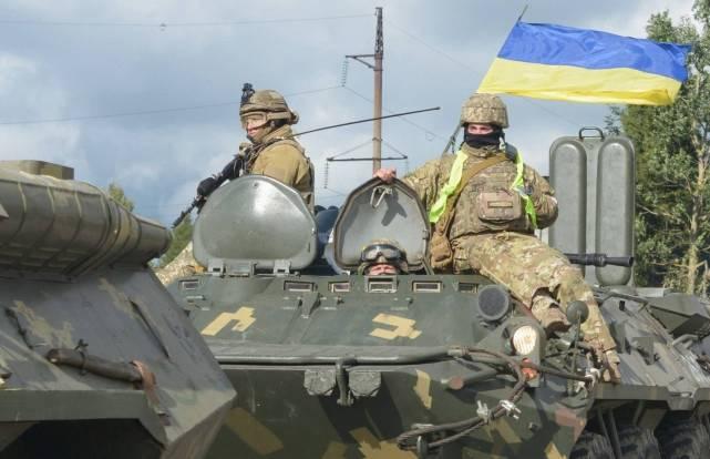 大批装甲部队集结边境!