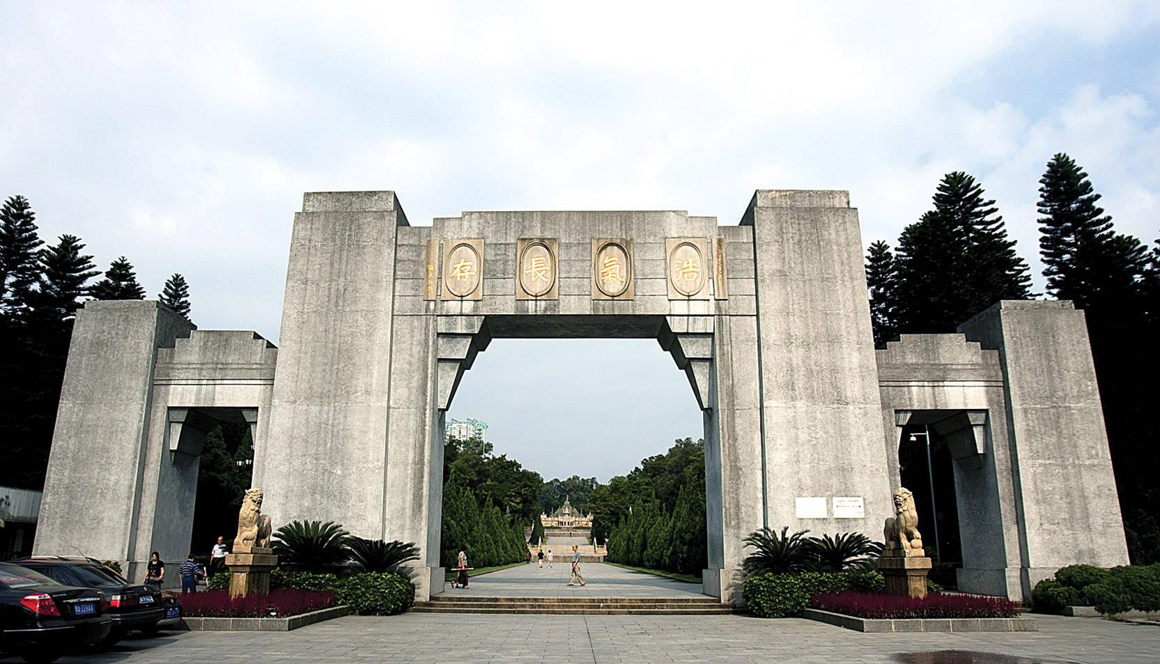 广州起义发生后,是谁冒险收敛黄花岗七十二烈士遗体?
