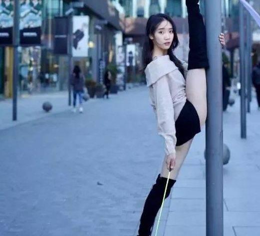 """体操女神身材傲人,上演高难度"""""""