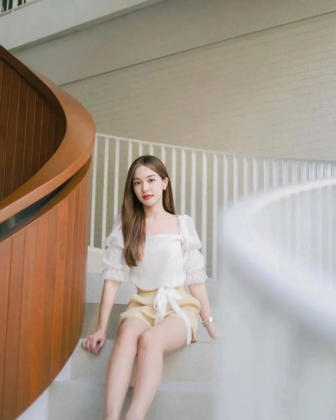 泰国小个子把露胸装穿得气质又讨喜,显高时尚精致,甜而不骚气!