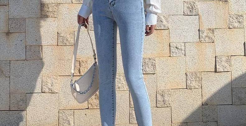 女人就别乱穿休闲裤了,学我媳妇这样穿牛仔裤,时尚添气质