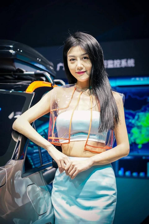 图赏:上海车展上的车模小姐姐们(图23)