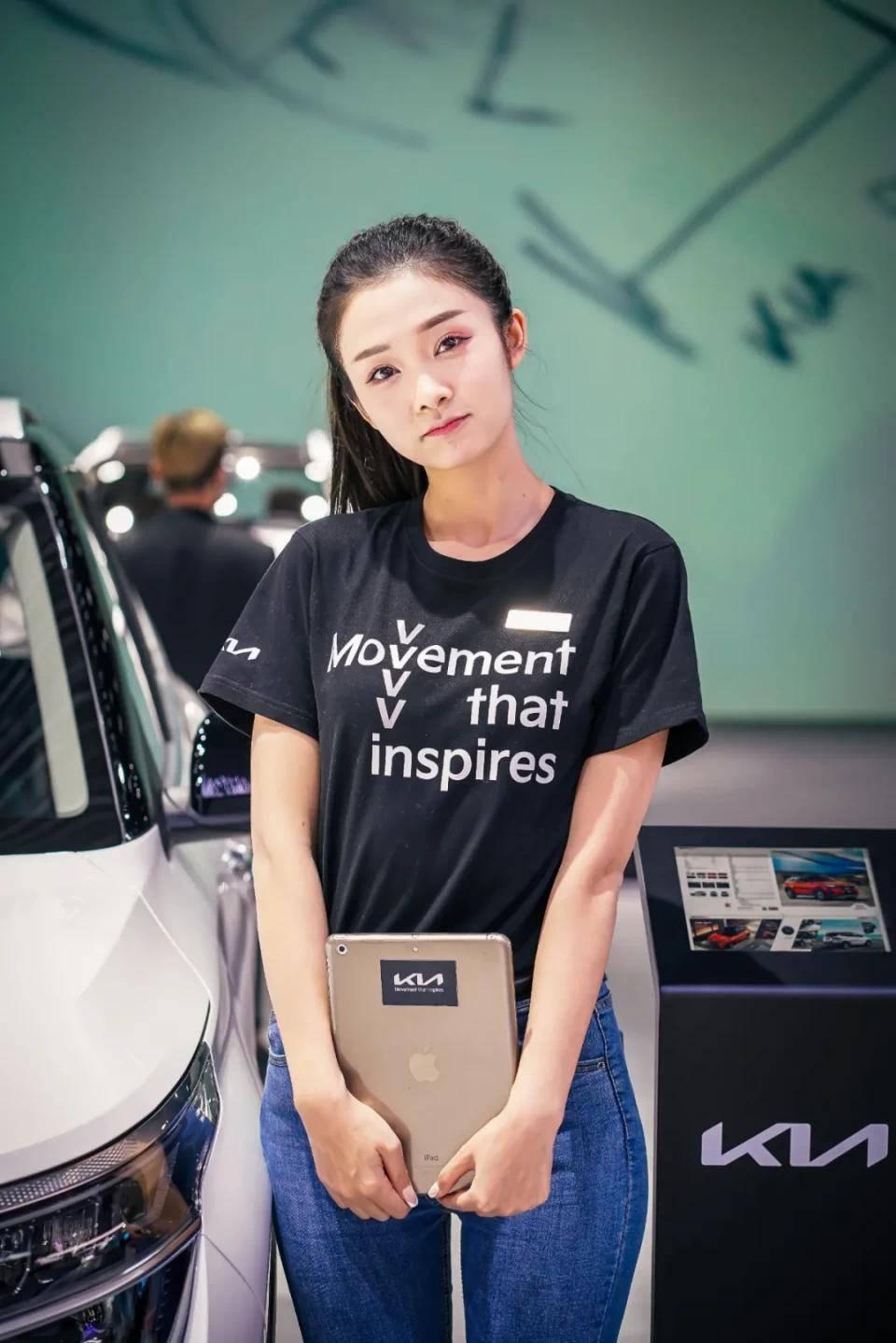 图赏:上海车展上的车模小姐姐们(图15)
