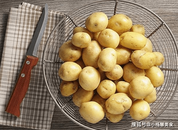 原创             泡过土豆的水别倒了,能解决女性最关心的问题,帮你省下大笔钱