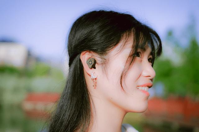 原创              水月雨Sparks国际版蓝牙耳机体验:二次元是否能增加颜值和听感?