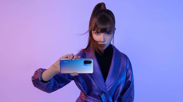 原创             京东手机销量排新洗牌:iPhone11仅排第二,第一名销量破73.2万台