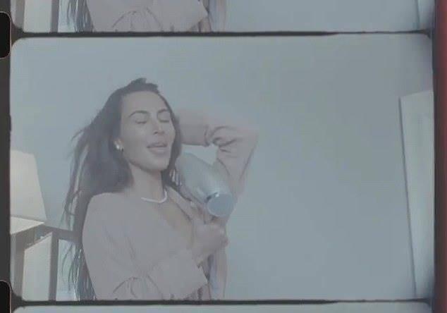 金·卡戴珊罕见没化妆,露出素颜青春模样;坎耶照片暴露惊人信息