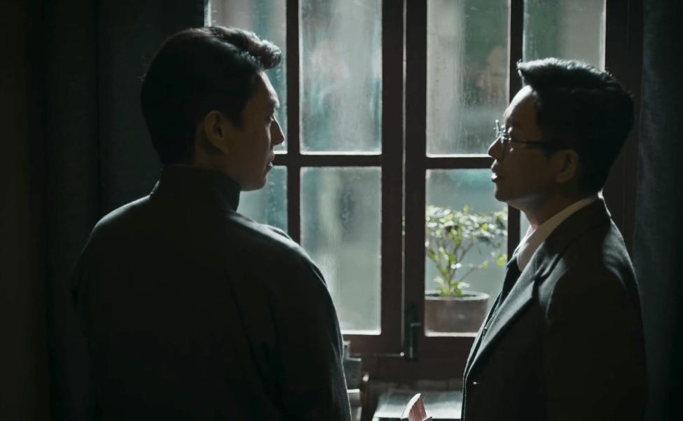 《伪装者》开播6年后,靳东和刘奕君终于同框,眼神都耐得住咂摸