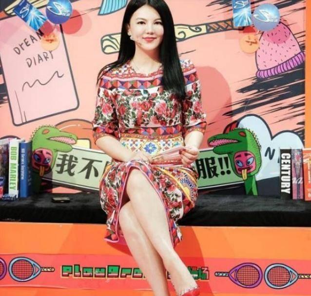 李湘成功告别臃肿身材,宣布瘦身成功,网友:越来越有魅力了