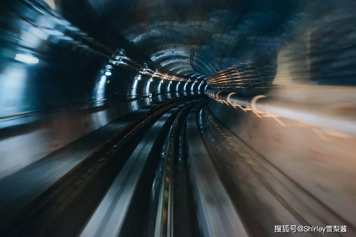 """我国最拥挤的地铁站,最高日客流84万,被当地人戏称""""地狱西站"""""""