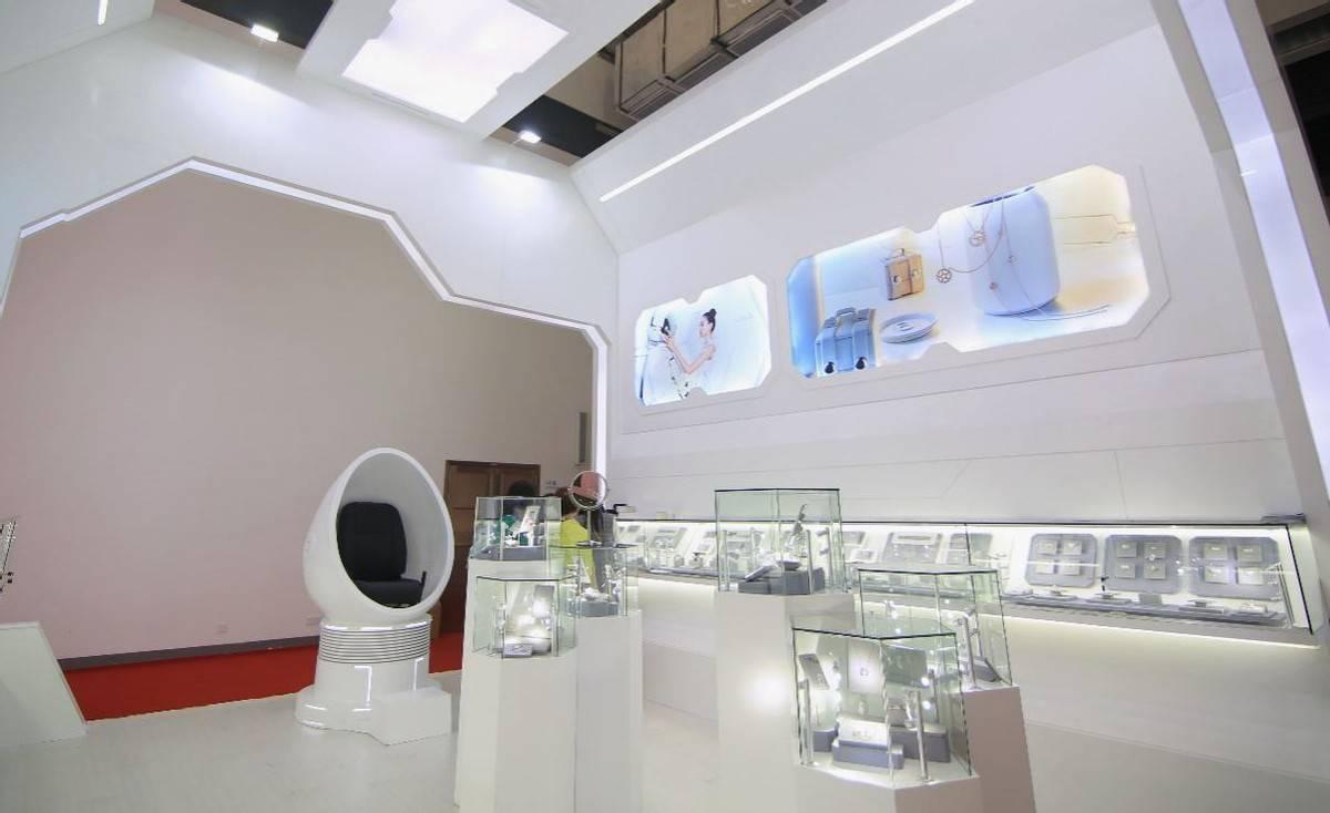 中国发光,克拉自由 Light Mark小白光亮相首届中国国际消费品博览会