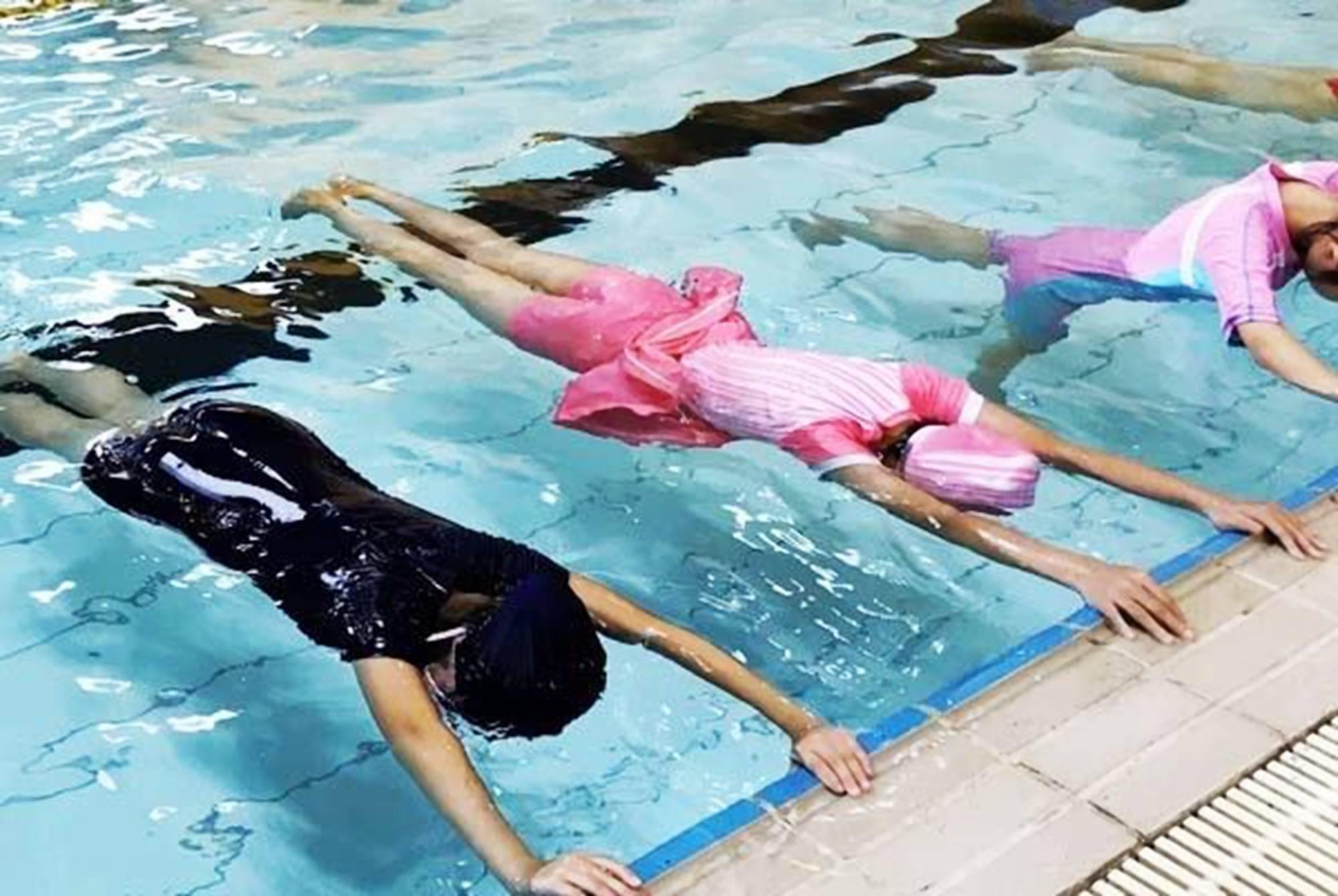 """中考迎来""""新挑战""""?游泳或将纳入必考科目,家长的钱该咋""""挤"""""""