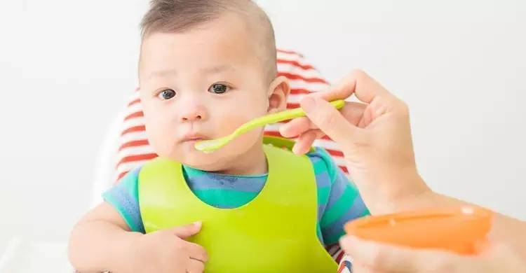 夏天到了 宝宝不爱吃饭怎么办?