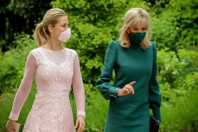 布丽吉特换发型!半扎发配松石绿裙超美,不输39岁阿根廷总统夫人