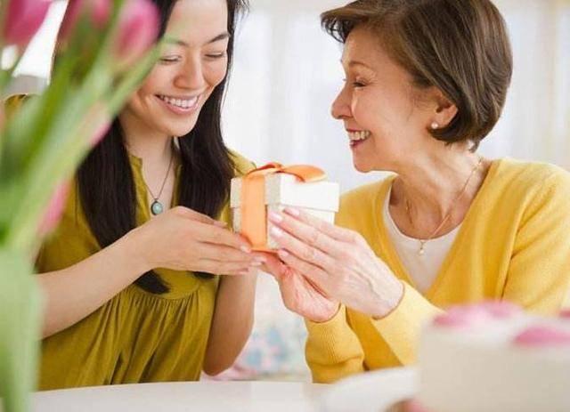 有了身孕回到婆家静养,爱吃水果被打,婆婆和小姑的对话我愣住了