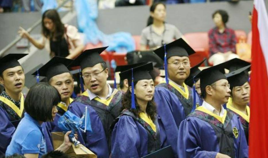 """原创             博士生毕业后都去哪里""""就业""""了?不同发展方向,薪资差距很大"""