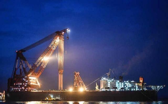 越南3千亿大桥塌陷,百万民众指责中国:应索赔一座港珠澳大桥?