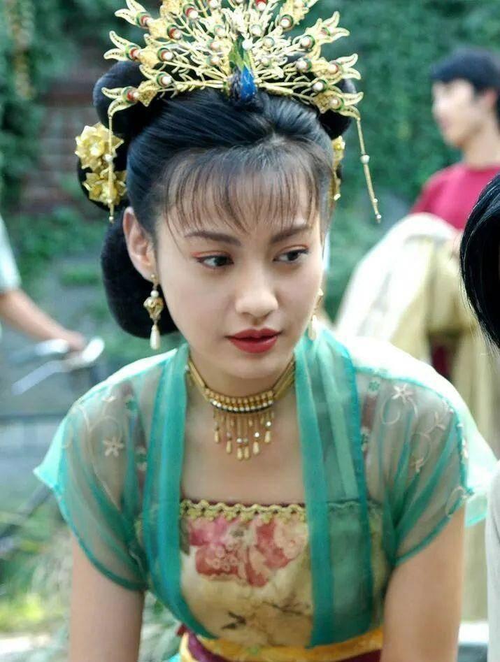 杨雪新造型脸僵像人偶,baby都是学她,她却把自己的美貌糟蹋_江玉燕